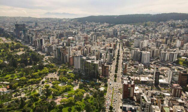 Quito, una ciudad para admirar desde el cielo y desde la magia de sus templos