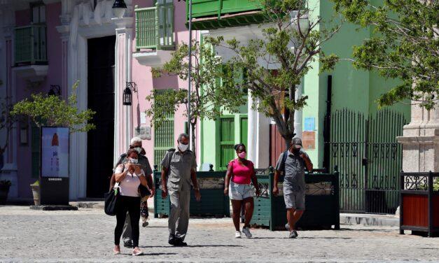Cuba rompe récord de casos diarios de covid-19 con 2.055