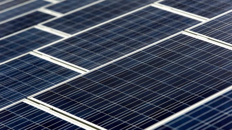 EE.UU. prohíbe la importación de materiales para energía solar de una compañía china