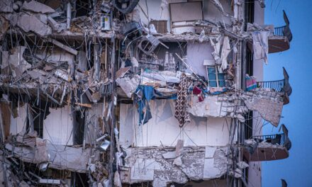 Un ingeniero baraja hipótesis por el «colapso progresivo» de un edificio en Florida