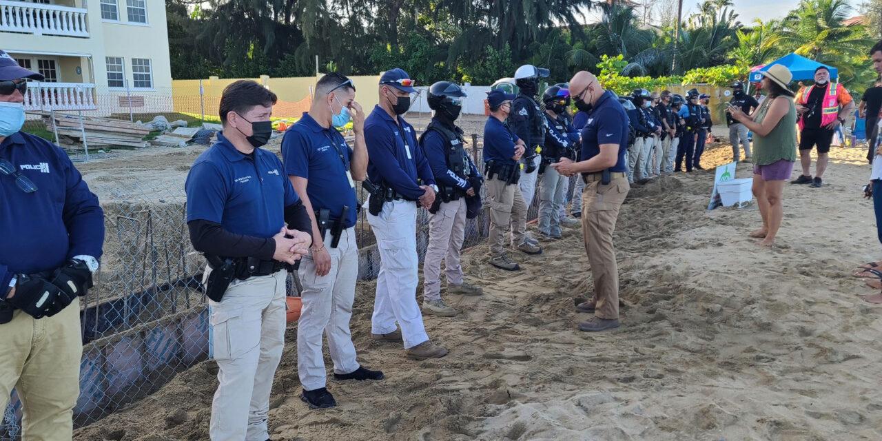 Continúa la protesta por construcción en playa de Rincón