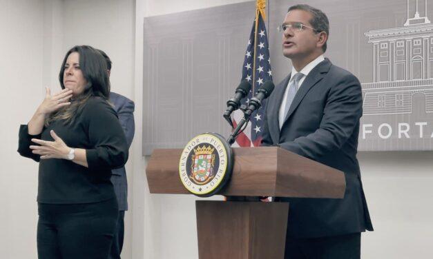 Gobernador obliga a los empleados de restaurantes, barras, entre otros, que estén vacunados para operar