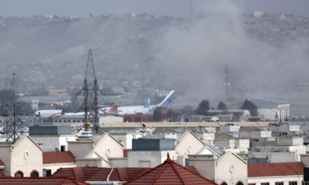 Aumentan a 161 los muertos en el atentado al aeropuerto de Kabul