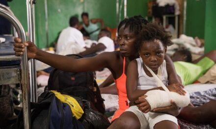 Gritos desgarradores resuenan en hospitales saturados tras el sismo de Haití