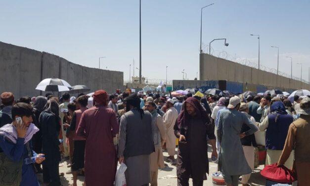 Varias víctimas en explosión fuera del aeropuerto de Kabul, según EE.UU.