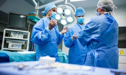 Hospitales piden resolver conflicto en muelles ante posible crisis servicios