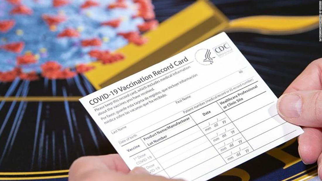Causa para arresto por presentar tarjeta falsa de vacunación en concierto
