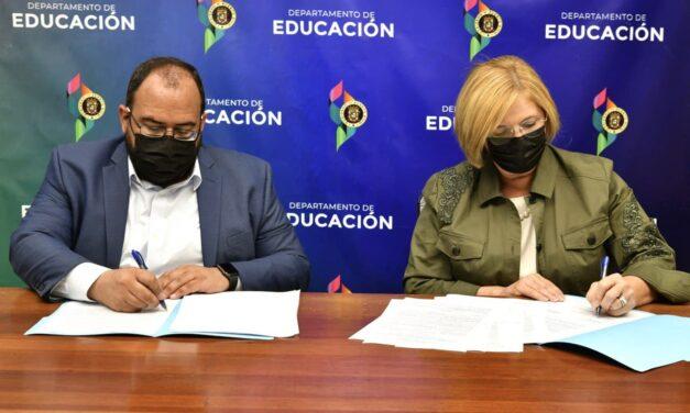 Educación, Salud y VOCES firman acuerdo para la iniciativa Vacu Tour Back to School