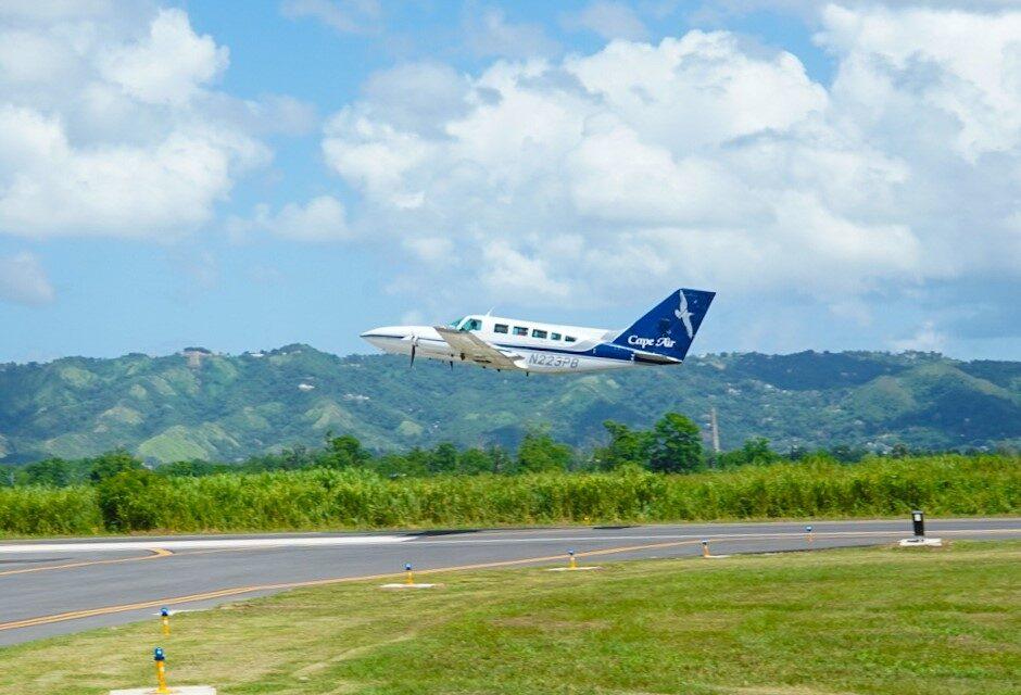 Gobernador inaugura pista de aterrizaje en aeropuerto de Mayagüez
