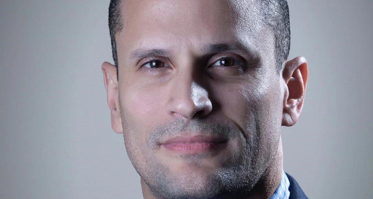 Efrán Paredes Maisonet pone su puesto a disposición