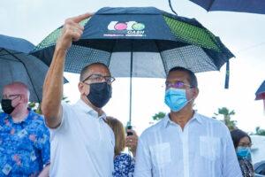 Betito Márquez y Pierluisi destacan los acuerdos para el traspaso de los parques nacionales Punta Salinas e Isla de Cabras al municipio.