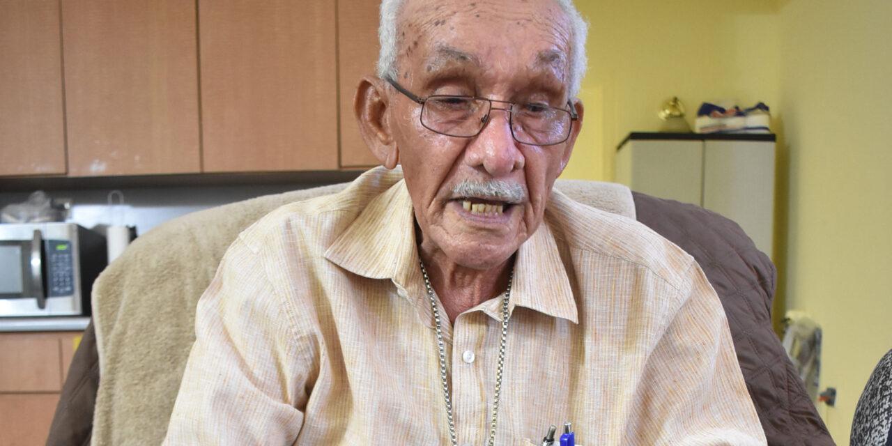 Don Wisín, elegante bailador de 88 años