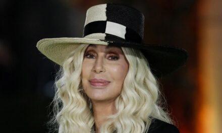Cher demanda a la viuda de Sonny Bono por quedarse con sus derechos de autor