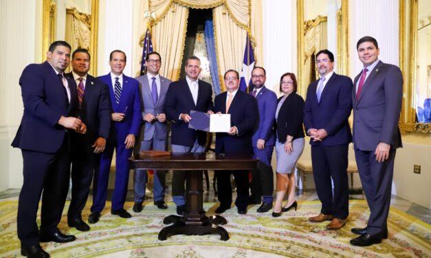 Gobernador convierte en ley reestructuración de la deuda pública