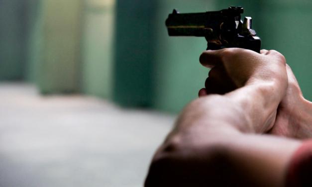 Un joven de 25 años y un policía resultan heridos de bala en incidente en Piñones