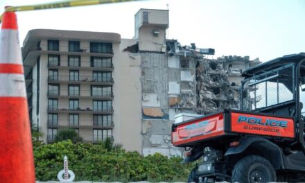 Hay 51 desaparecidos tras el derrumbe de un edificio en Miami Beach, según un canal de TV