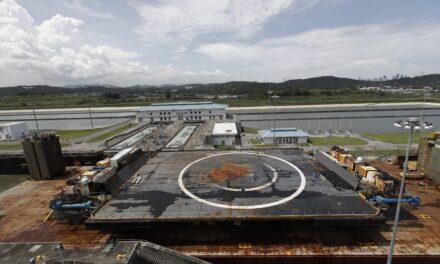 Plataforma marítima de SpaceX cruza el Canal de Panamá con ruta al Pacífico