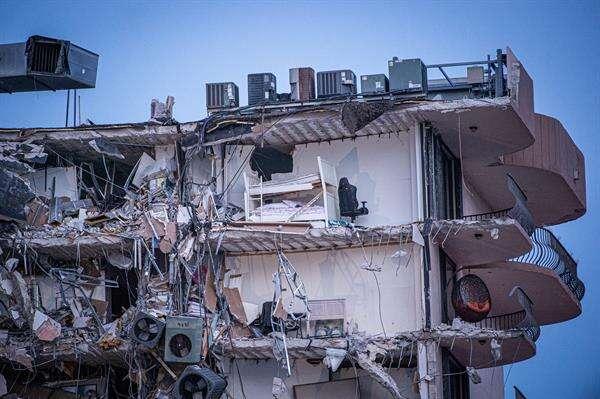 Al menos seis boricuas se cree están entre los desaparecidos por colapso de edificio en Miami