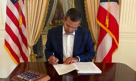 Gobernador convierte en ley medida enfocada en su política pública contra la violencia de género