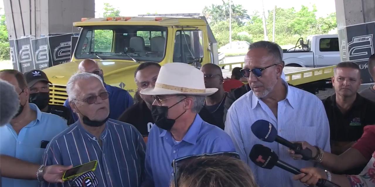 Camioneros ponen fin al paro tras reunión en La Fortaleza