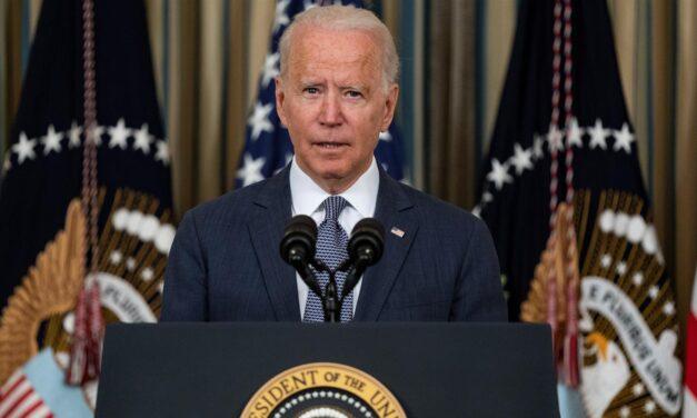 Biden estudia reautorizar remesas y enviar más diplomáticos a Cuba