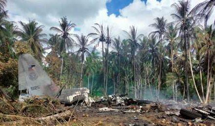 Aumentan a 50 los fallecidos en el accidente de un avión militar filipino