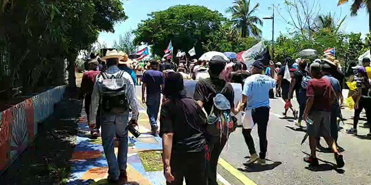 Protestan en La Fortaleza en contra de LUMA