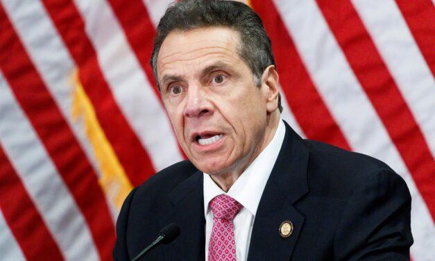 dimite EL GOBERNADOR DE NUEVA YORK a raíz de las denuncias de acoso sexual