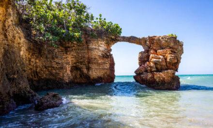 Recursos Naturales alerta sobre peligrosidad puente de piedra en Cabo Rojo