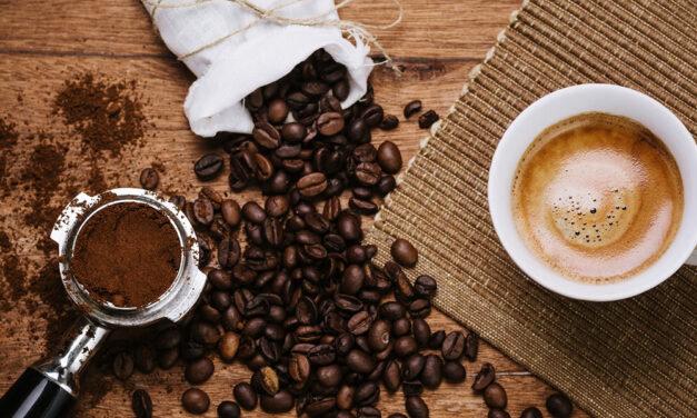 Buscan manos para recoger café en la Isla