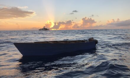 Intervienen con embarcación en Rincón