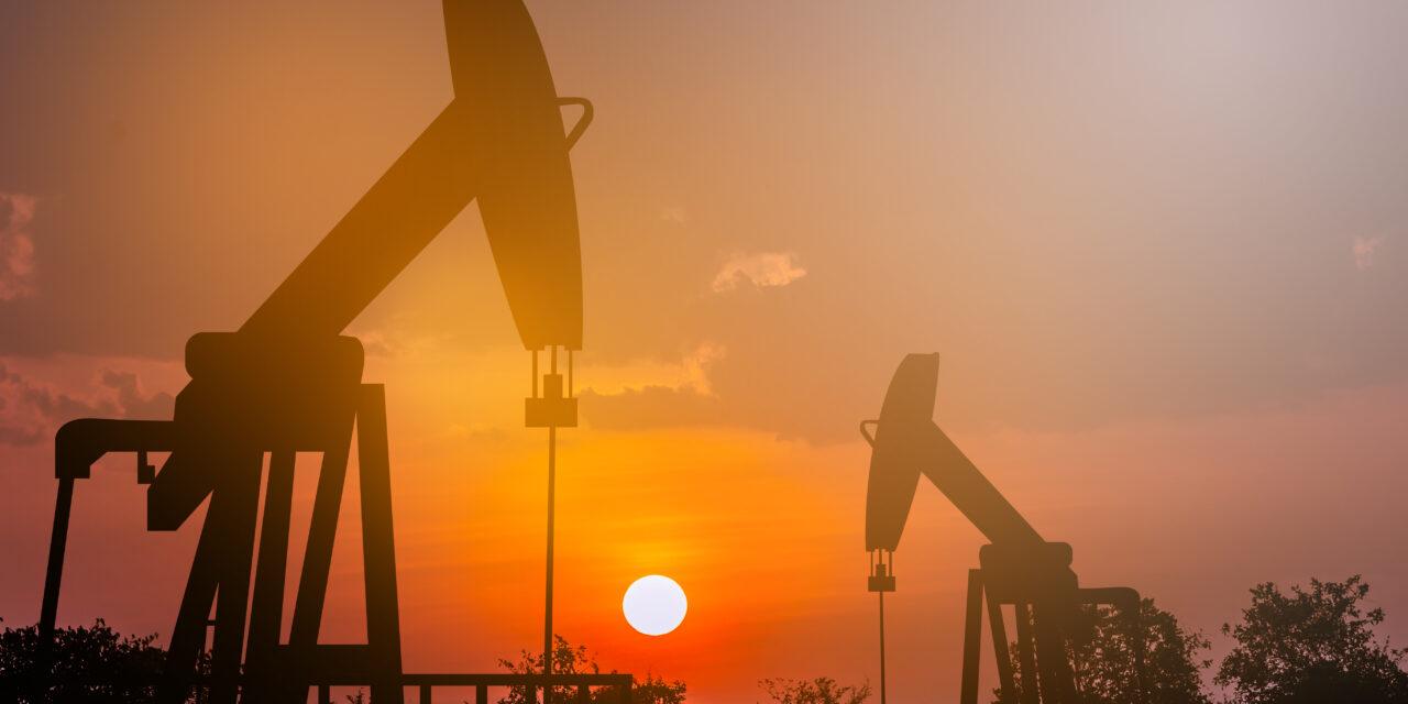 El petróleo de Texas sube un 2 % y cierra en 75,45 dólares el barril