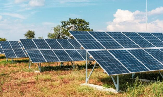 Colegio Peritos Electricistas apoya a presos construir paneles fotovoltaicos
