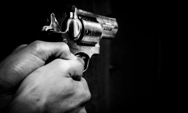 Mujer dormía cuando fue alcanzada por una bala