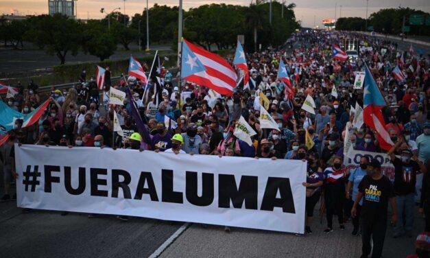 Los puertorriqueños protestan ante la crisis del sistema eléctrico